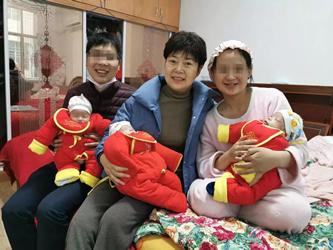 太幸福啦 多年不孕症夫妻喜获三胞胎(三千金)